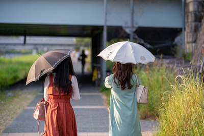 日傘 人気は老若男女とも晴雨兼用がトレンド!